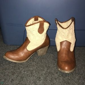 Super cute Mudd ankle booties